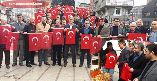 Ülkücüler, TÜRK bayrağı dağıttı