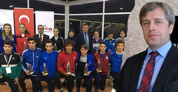 Vali Çınar, Şampiyonlara hoş geldiniz gecesi düzenledi