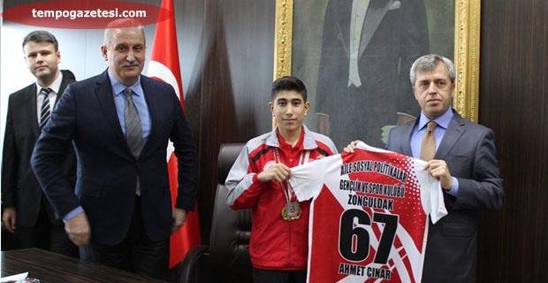 """Vali Çınar, """"Ülkemizin gururusunuz"""""""