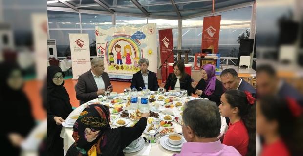 Vali Çınar, Koruyucu ailelerle iftarda buluştu...