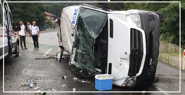 Yolcu minibüsü devrildi... Çok sayıda yaralı var...