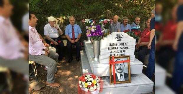 Pulat, mezarı başında anıldı!..