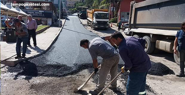 Acılık'ta sıcak asfalt çalışması sürüyor