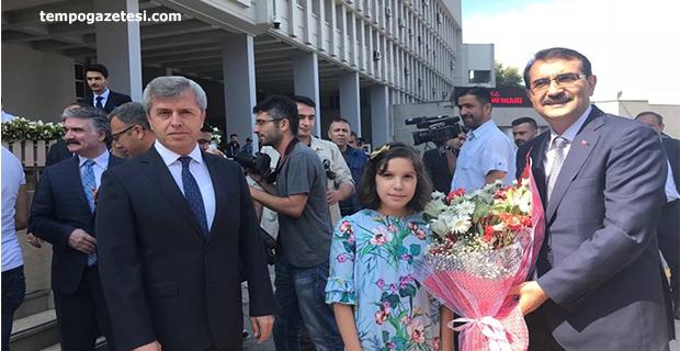 Bakan Dönmez geldi. İlk ziyareti Vali Ahmet Çınar oldu!...