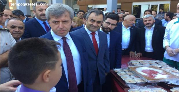 Vali Çınar Aşure dağıttı!..