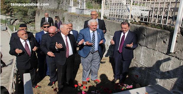 Mehmet İzzet Türkçelik mezarı başında anıldı