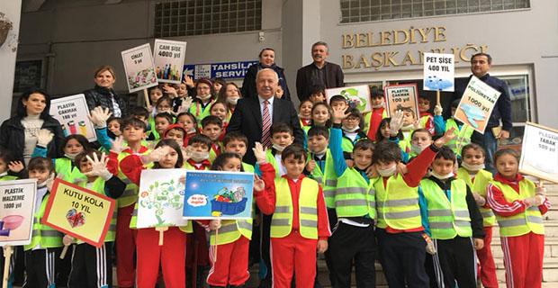 Öğrenciler Belediyeyi bastı!..