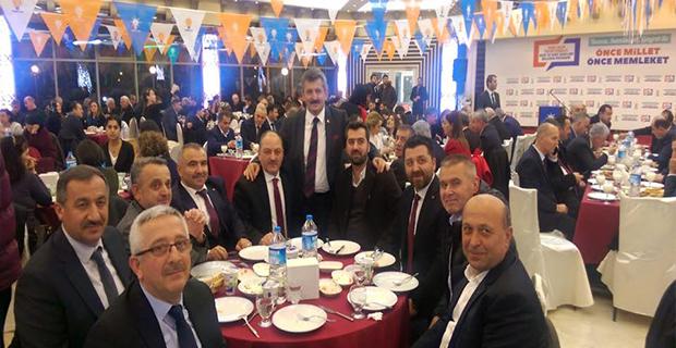 AK Partililer Yemekte buluştu...