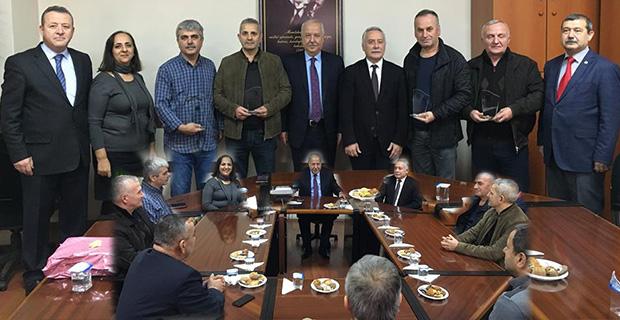 Akdemir'den Emekli olan işçilere teşekkür plaketi