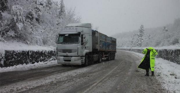 Sürücüler dikkat... Ereğli yolunda kar başladı...