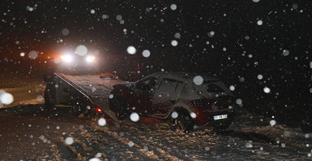 Aniden bastıran kar kazaları da beraberinde getirdi...