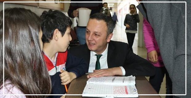 Doktor, öğretmenlerden destek istedi, çocuklarla sohbet etti