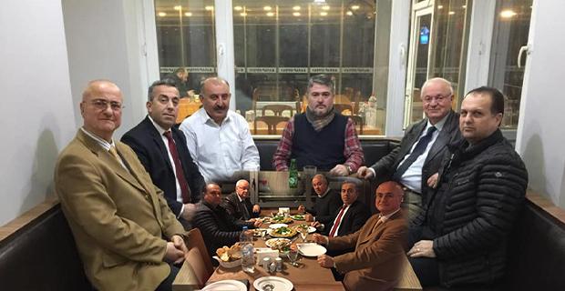 İYİ'ler Vedat Öztürk ile yemekte buluştu!..