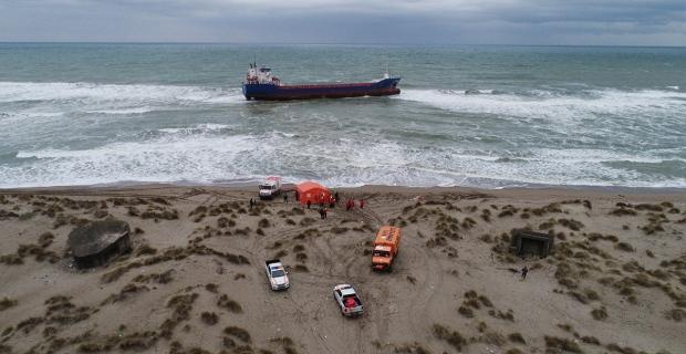 Karaya oturan geminin mürettebatı kendi imkanlarıyla kurtulmayı bekliyor