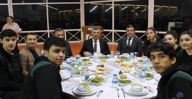 Vali Bektaş 16 takımla yemekte buluştu