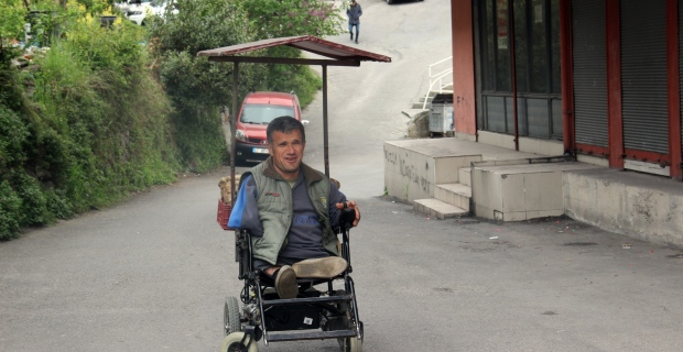 Geçimini sağlamak için tek isteği bir engelli aracı