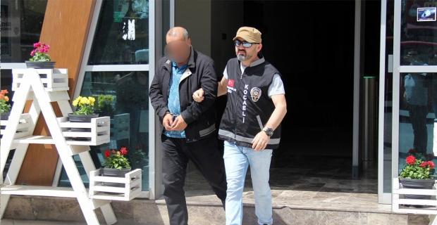 15 yıl hapis cezası ile aranan dolandırıcı AVM önünde yakalandı
