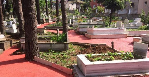 Mezarlıklar yeniden düzenleniyor