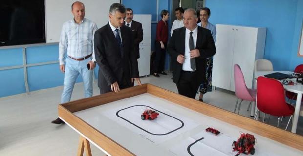 Vali Bektaş, Fen lisesinde kurulan STEM laboratuvarının açılışını gerçekleştirdi…