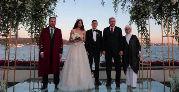 Cumhurbaşkanı Erdoğan Özil'in nikah şahidi oldu