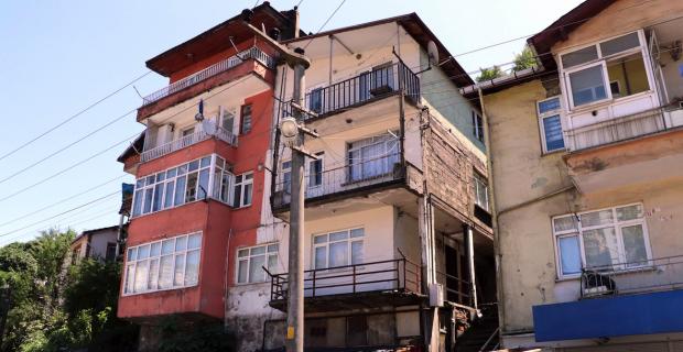 Boşaltılan binada incelemeler sürüyor