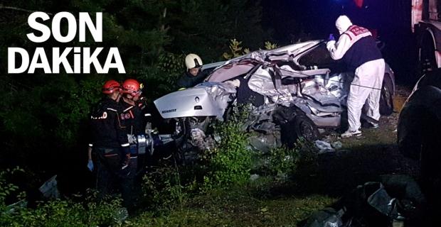 Otomobil kamyona çarptı: 2 ölü 2 yaralı