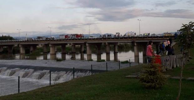 Flaş... Köprüde intihar...