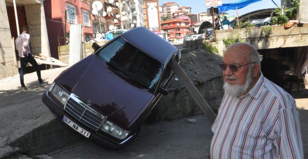 Karşı yönden gelen araca yol vermek isterken otomobili yan yattı