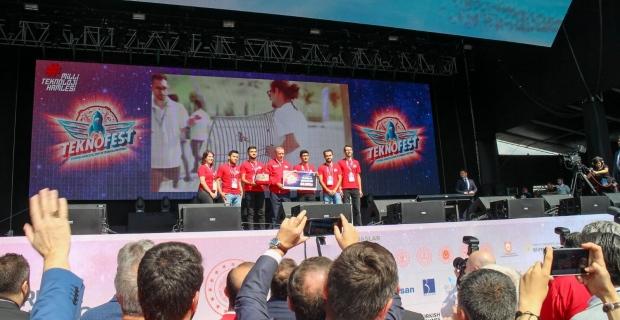 Grizu-263, ödülünü Cumhurbaşkanı Erdoğan'ın elinden aldı