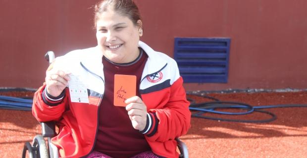 Hakem KADER'e kırmızı kart gösterdi...