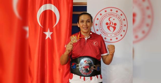 Milli boksör Elif Güneri'nin gözü zirvede
