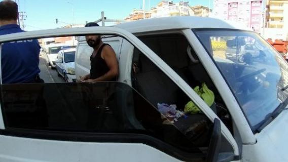Minibüs direksiyonunda uçucu madde kullanırken yakalandı