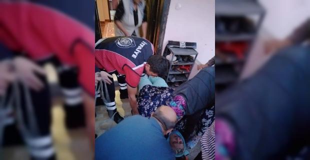 170 kilo ağırlığındaki yaşlı kadını itfaiye ekipleri taşıdı...