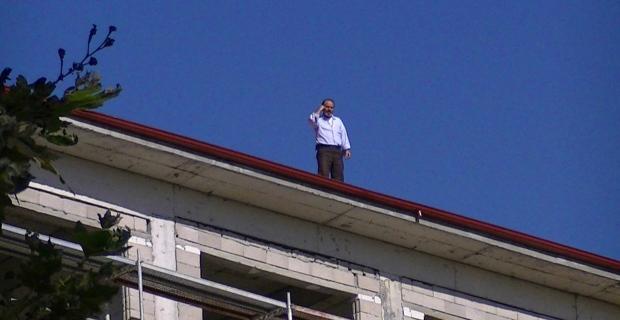 9 aydır maaşlarını alamayan işçiler inşaatın çatısına çıktı