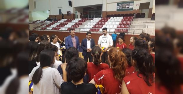 Çakır antrenör ve sporcularla buluştu...