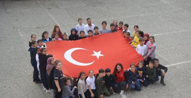 Gönüllü gençler ve öğrencilerden Mehmetçiklere destek