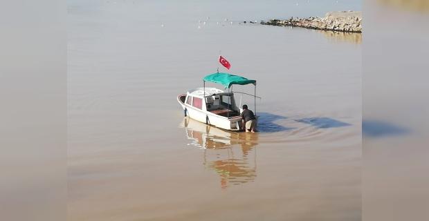 Zonguldak'da 10 balıkçı teknesi çayda mahsur kaldı
