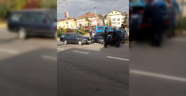 İki araç kafa kafaya çarpıştı :1 yaralı…