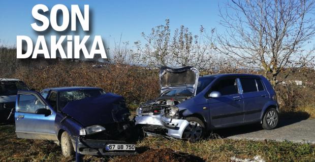 Köy yolunda iki araç kafa kafaya çarpıştı: 4 yaralı