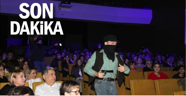 Öğrencilerin izlediği tiyatro oyunundaki silahlı sahneler tepki çekti