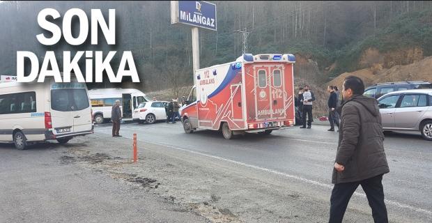 Minibüs ile otomobil çarpıştı: Çok sayıda yaralı var