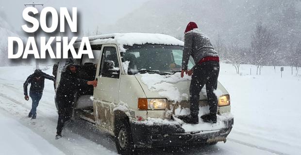 Zonguldak Karayolunda kar şiddeti trafiği olumsuz etkiledi