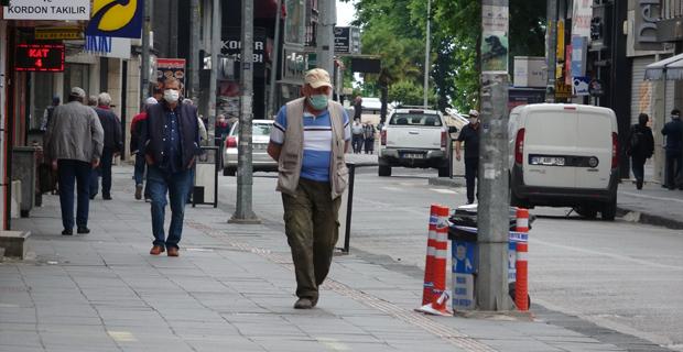 65 yaş üstü vatandaşlar sokağa çıkma iznini kullandı