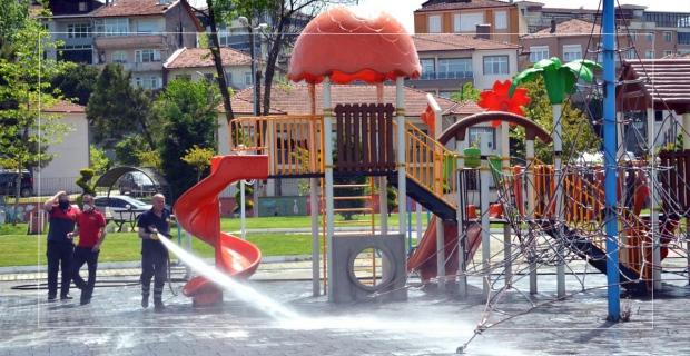 Parklar ve oyun grupları çocuklar için dezenfekte ediliyor