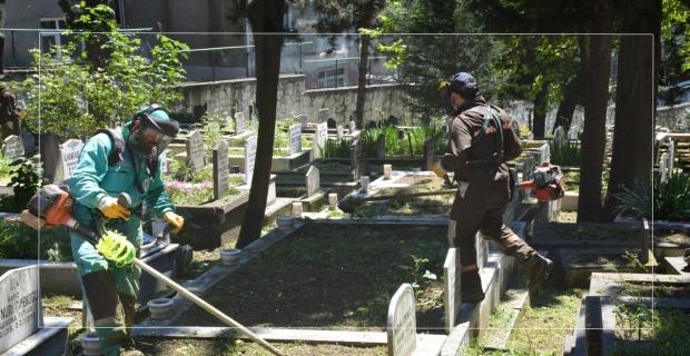 Tüm mezarlıkların bakım ve onarımı yapılıyor