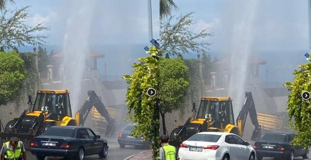 Su borusu patladı: Trafik kilitlendi