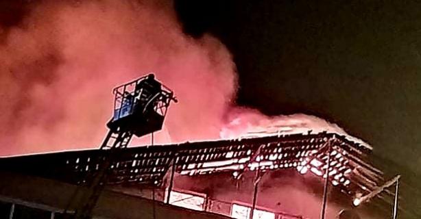 5 Katlı bina cayır cayır yandı