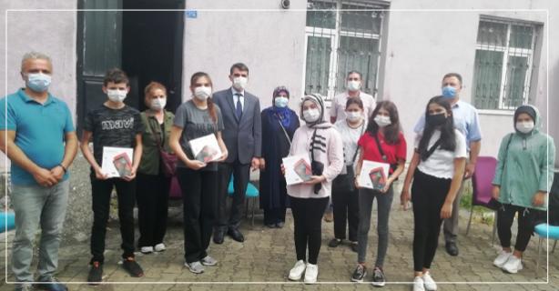 Kilimlili öğrenciler tabletlerine kavuştu