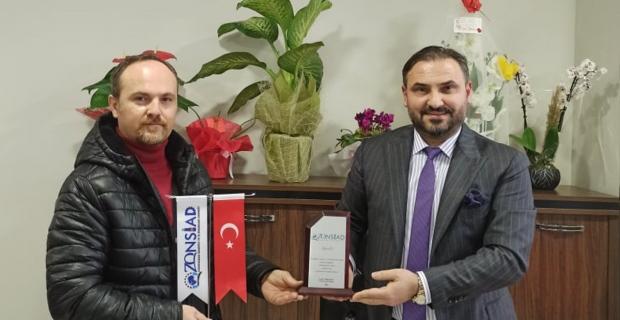 Tıskaoğlu, AK Parti'li Akman'a plaket verdi