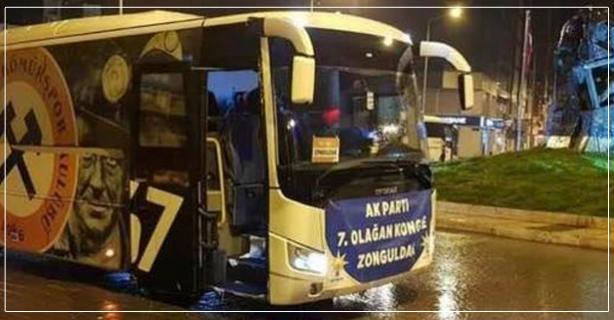 Pankartlı otobüse tepkiler büyüyor